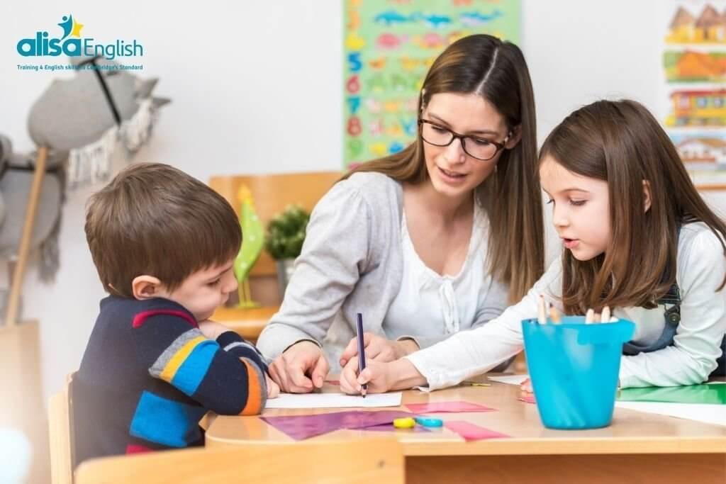 Dạy tiếng Anh cho trẻ lớp 4 bằng cách tạo thói quen sử dụng tiếng Anh cho trẻ
